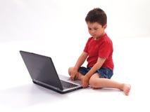 男孩膝上型计算机一点 库存图片