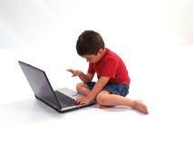 男孩膝上型计算机一点 免版税库存照片