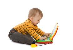男孩膝上型计算机使用的一点 库存照片
