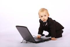 男孩膝上型计算机无尾礼服 图库摄影