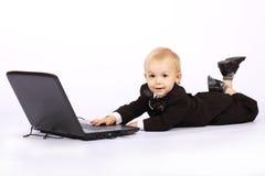 男孩膝上型计算机无尾礼服 免版税图库摄影