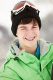 男孩节假日少年滑雪的雪板 库存图片