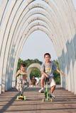 男孩获得乐趣在Niantan公园,北京,中国 免版税库存图片
