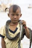男孩蛇 库存照片