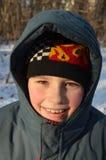 男孩衣裳微笑的冬天 库存照片