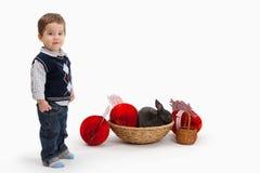 男孩装饰复活节一点 免版税库存图片