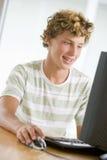 男孩计算机桌面少年使用 免版税图库摄影