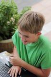 男孩计算机 免版税库存图片