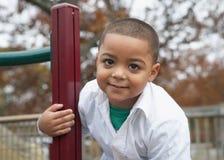 男孩讲西班牙语的美国人幼稚园 库存照片