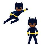 男孩超级英雄在飞行中和立姿的 免版税库存照片
