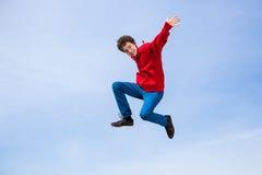 男孩跳室外 图库摄影