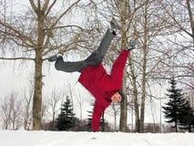 男孩跳的冬天 库存照片