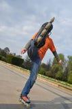 男孩跳的路辗 免版税库存图片