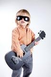 男孩逗人喜爱的吉他少许尤克里里琴 图库摄影
