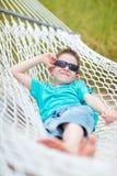 男孩逗人喜爱的吊床 免版税库存图片