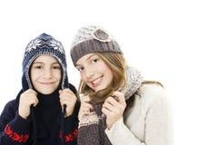 男孩逗人喜爱的女孩纵向冬天 库存图片