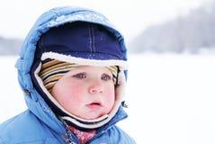 男孩逗人喜爱的孩童用防雪装 图库摄影