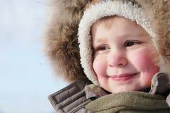 男孩逗人喜爱的孩童用防雪装 免版税库存图片