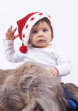 男孩逗人喜爱的矮小的圣诞老人 库存照片