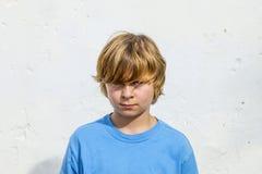 男孩逗人喜爱的纵向年轻人 免版税库存照片