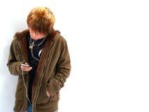 男孩青少年的MP3播放器 免版税库存照片