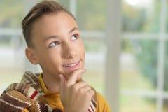男孩青少年认为 免版税库存图片