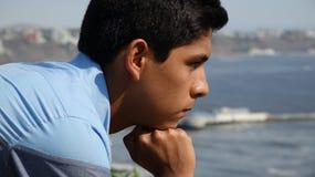 男孩青少年认为 免版税图库摄影
