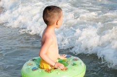 男孩面孔波浪 库存照片