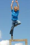 男孩飞跃 图库摄影