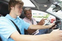 男孩驾驶课采取少年 免版税库存照片