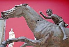 男孩骑师雕象 免版税图库摄影
