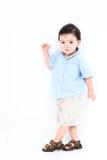 男孩高关键常设小孩墙壁白色 免版税库存照片
