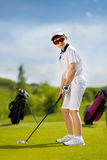男孩高尔夫球运动员画象  免版税库存图片