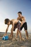 男孩高涨他的爸爸橄榄球 图库摄影