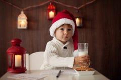 男孩,写给圣诞老人 库存图片