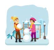 男孩,冬天衣裳的女孩,雕刻在好心情的雪人 库存照片