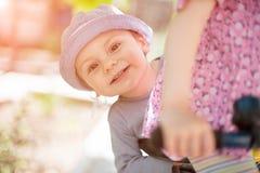 男孩,微笑,笑,乘驾,自行车,爱,兄弟,姐妹,夏天 库存照片