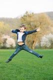 男孩,春天,爱,绽放,戏剧,乐趣,孩子,时尚,孩子,跃迁 免版税库存图片