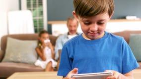 男孩移动电话使用 股票录像