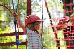 男孩登山人训练 免版税库存图片