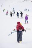男孩滑雪孩子极端活跃冬天山 库存图片