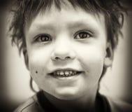 男孩bw纵向微笑 免版税库存图片