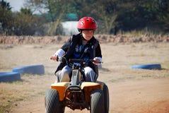 男孩quadbike骑马年轻人 库存照片