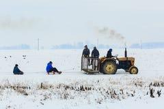 男孩sledding由于拖拉机 免版税图库摄影