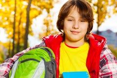男小学生接近的画象  免版税库存照片