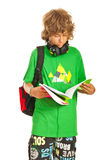 男小学生青少年的读书 免版税库存图片