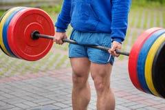 男性体育短裤体育提高了标准 免版税库存照片