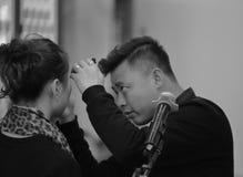 男性化妆师黑白图象 免版税图库摄影