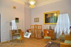 男性半卧室在Gatchina宫殿 免版税库存照片