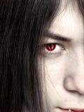 年轻男性吸血鬼关闭的面孔 免版税库存照片